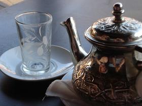 Grüner Tee Teezeit mit Kanne
